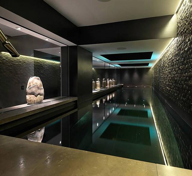 basen w piwnicy willi rezydencji