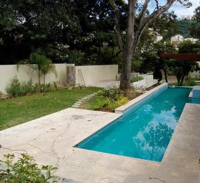 basen w willi i domu ogrodzie rezydencji